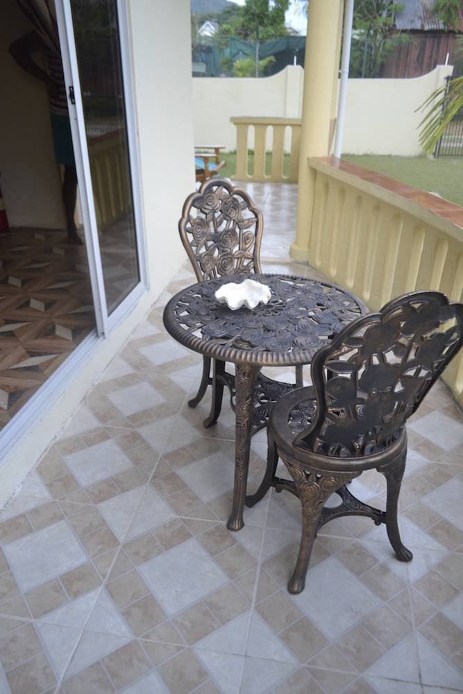 Small table verandha